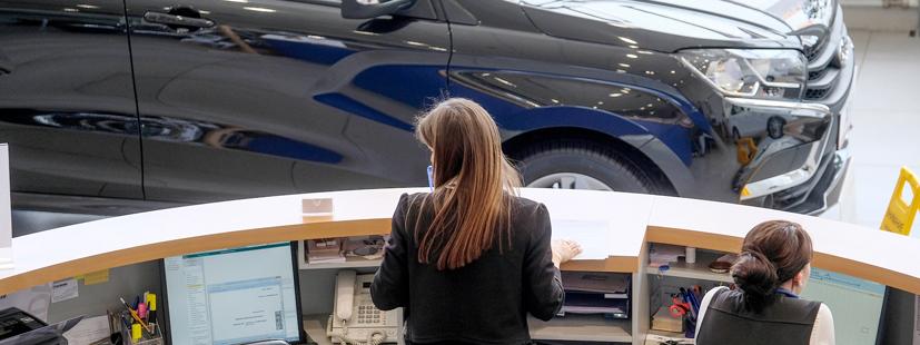 ¿Cómo dar el correcto seguimiento a los asesores en el piso de ventas?
